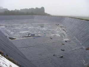 Membrane lined reservoir desilting